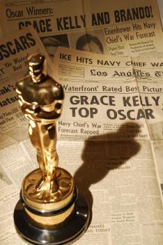 Oscar-Award-Grace-Kelly-Country-Girl-1954