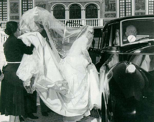 Grace kelly wedding to prince rainier iii summarized