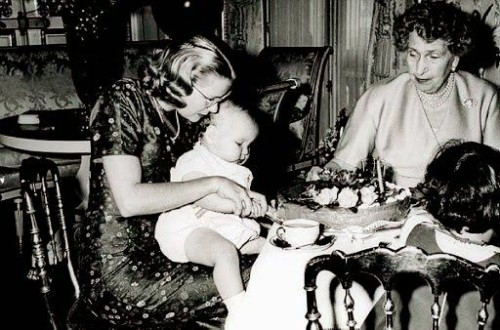 Prince-Albert-of-Monaco-sitting-on-the-lap-of-her-motherPrincess-Grace-during-its-first-birthday-celebrated-in-the-presence-of-his-godmother-Queen-Victoria-Eugenie-of-Spain-500x330.jpg